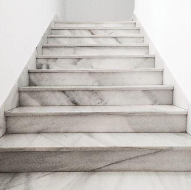 Eleganz und Exklusivität stehen für Marmor Treppen im Vordergrund.   http://www.treppen-deutschland.com/marmor-treppen-moderne-marmor-treppen