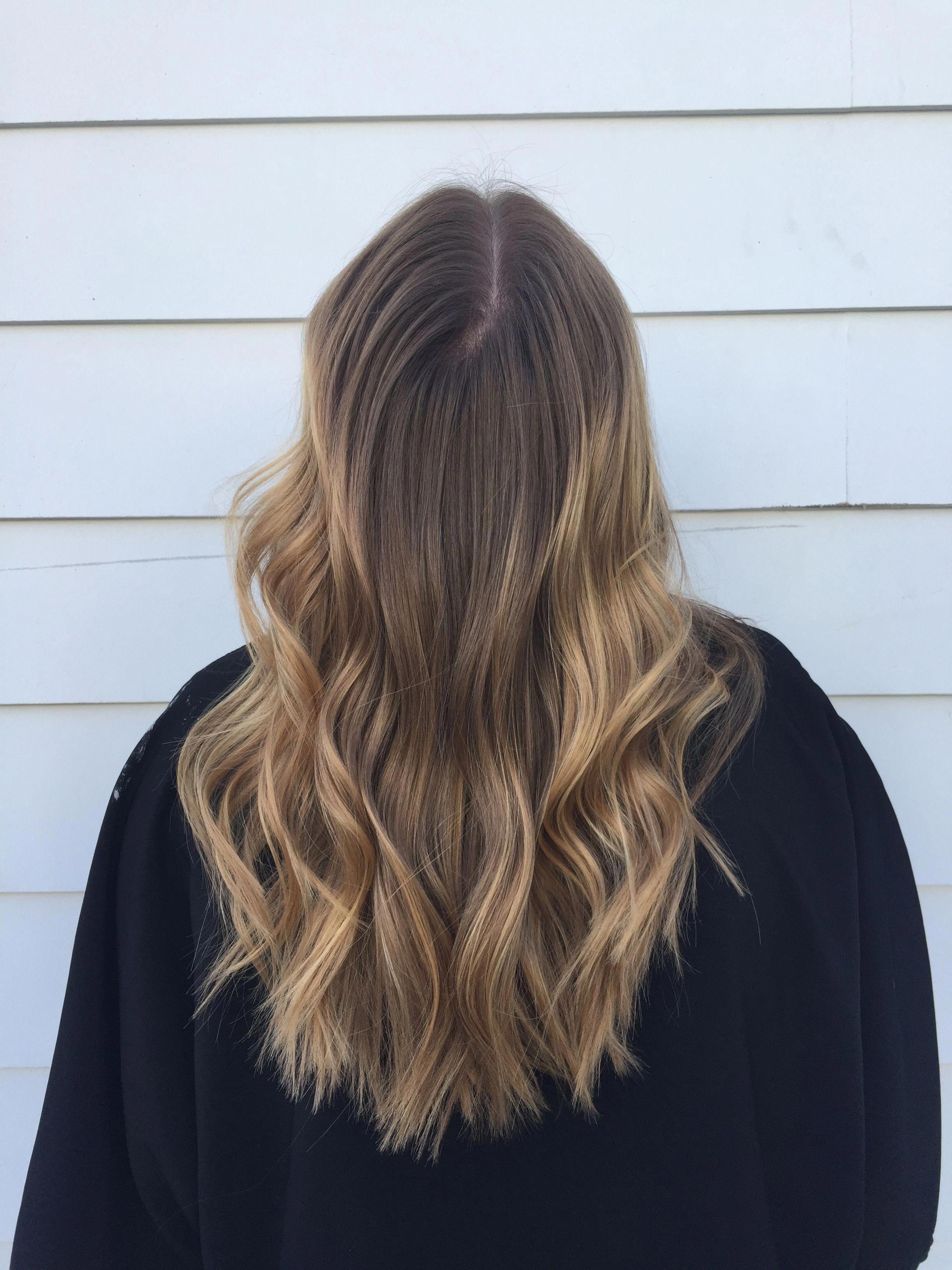 Simple caramel balayage short hair. #caramelbalayageshorthair #shortombrehair #caramelbalayage
