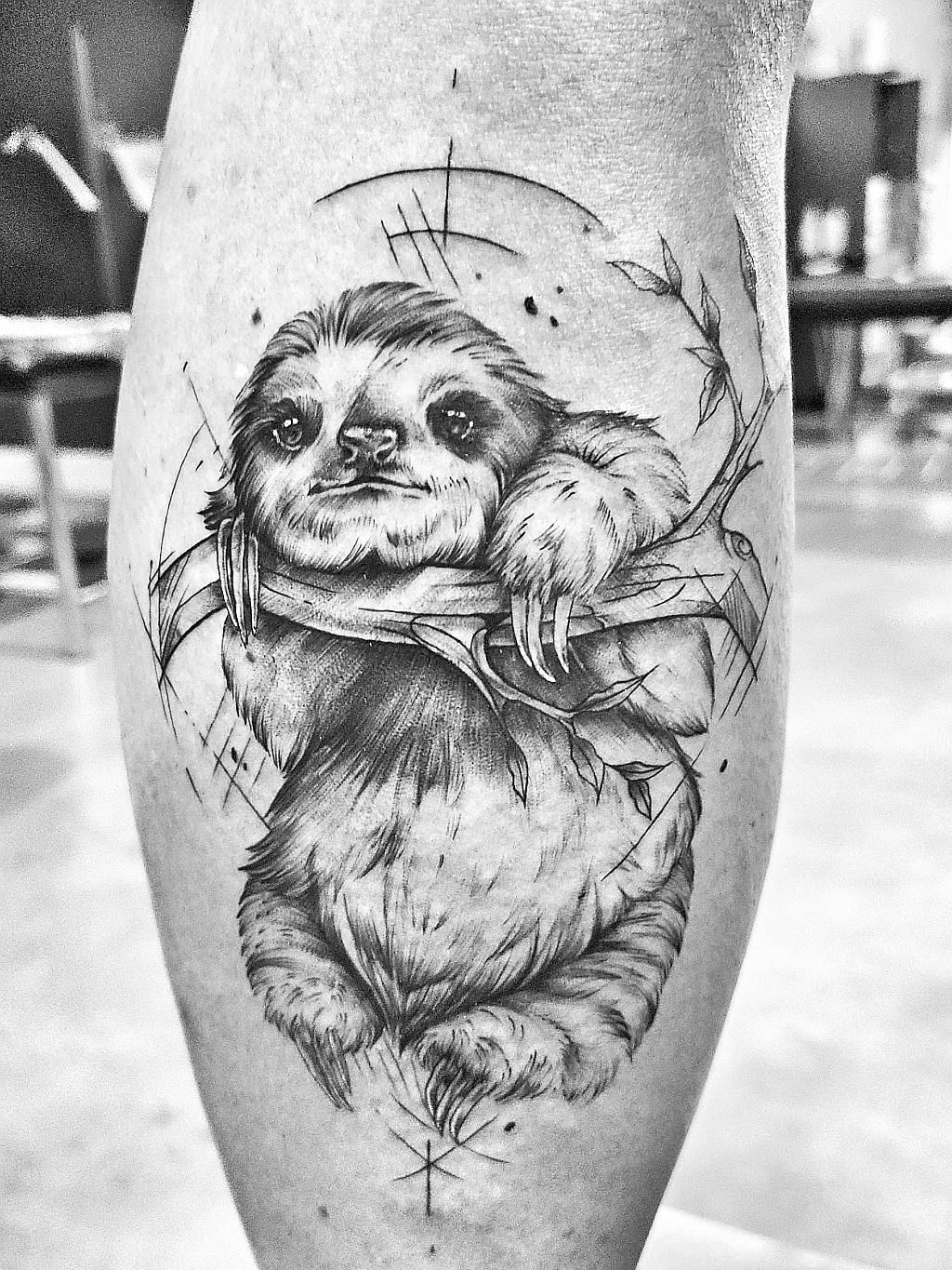 Finally Got Around To Doing This Piece Done By Francelle At True Blue In Pretoria South Africa En 2020 Tatuaje De Pereza Oso Perezoso Tatuajes De Osos