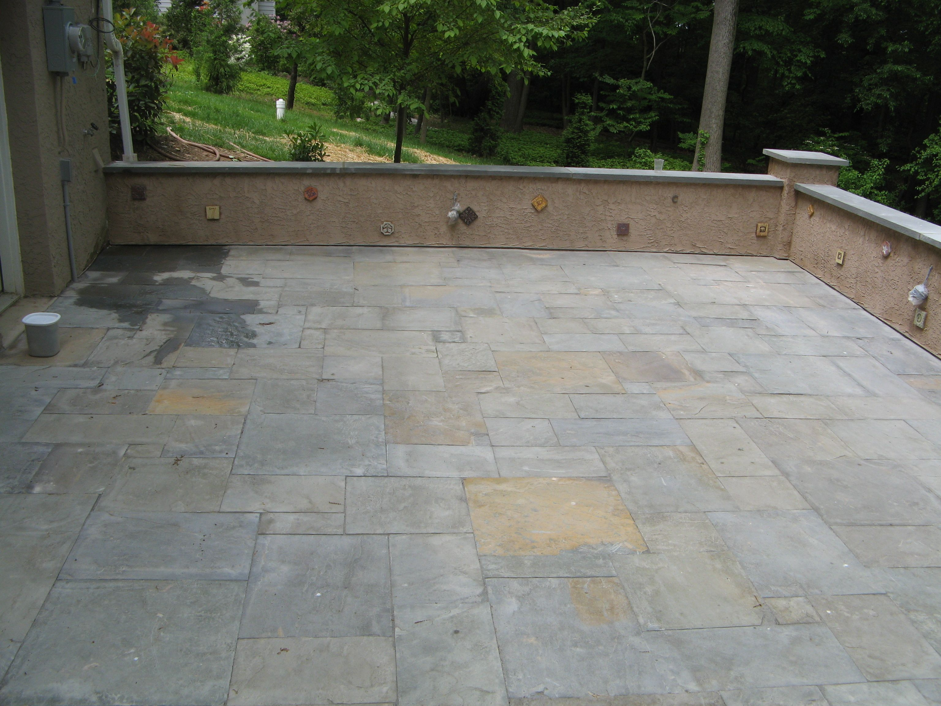 bluestone slate patio outdoor sittingarea tile stucco wall