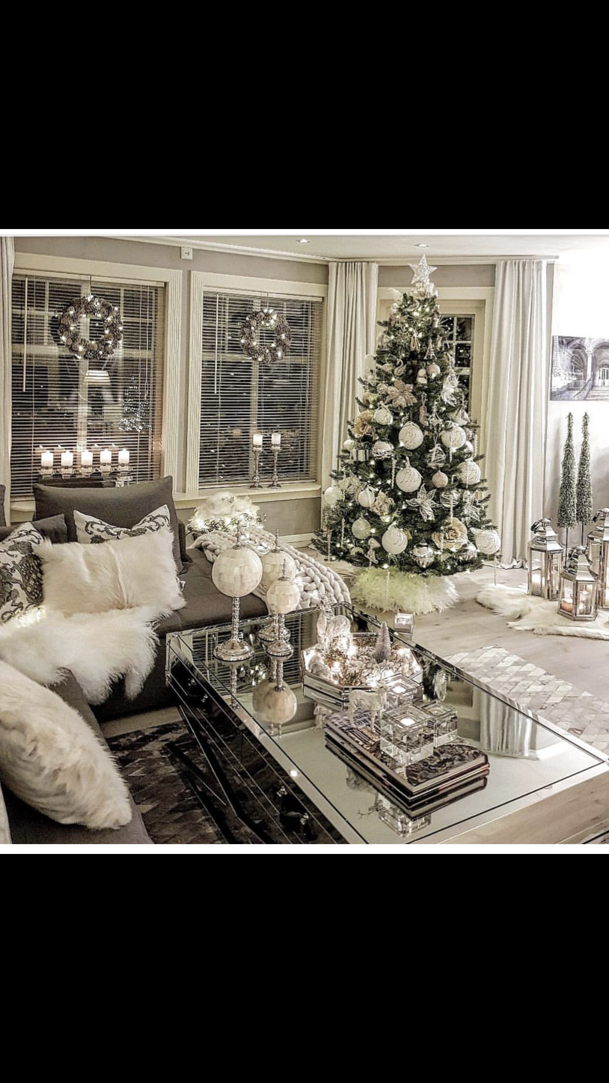 Pin By Qudsia Syed On Wohnen White Christmas Decor Christmas Decorations For The Home Elegant Christmas