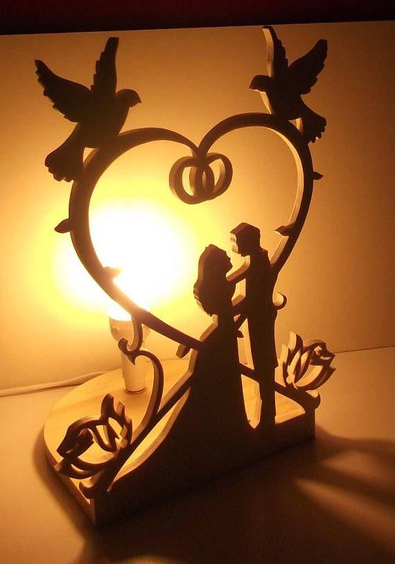 lampe de chevet en bois d corative jeunes mari s une lampe. Black Bedroom Furniture Sets. Home Design Ideas