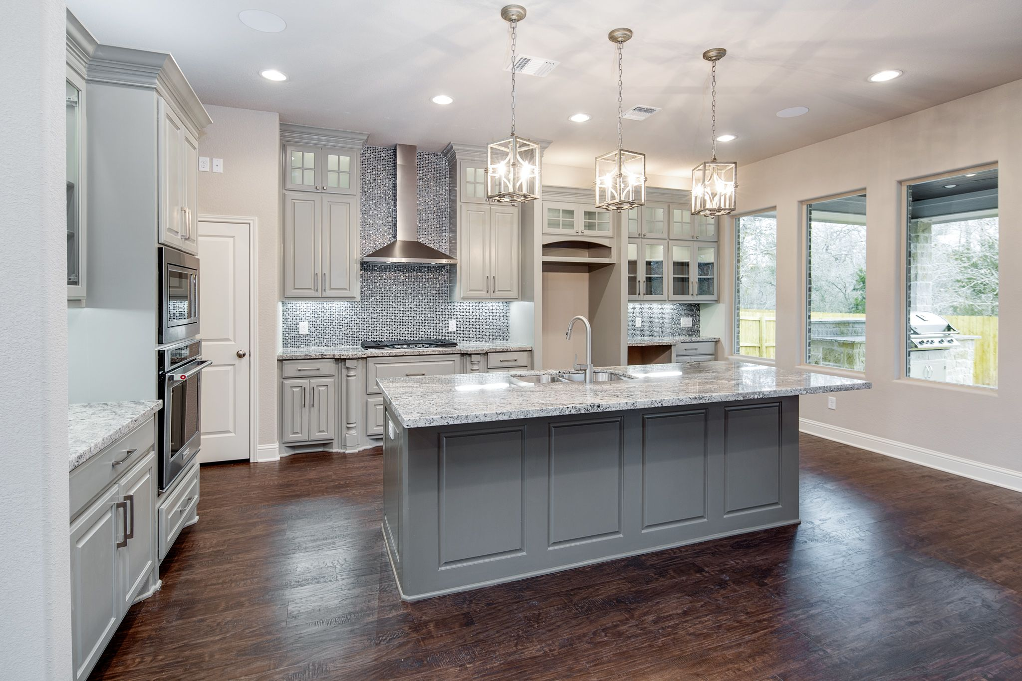 SW Nebulous Gray Outer Cabinets, SW Misty Bayou Painted Island, Sucuri  Granite Countertops,