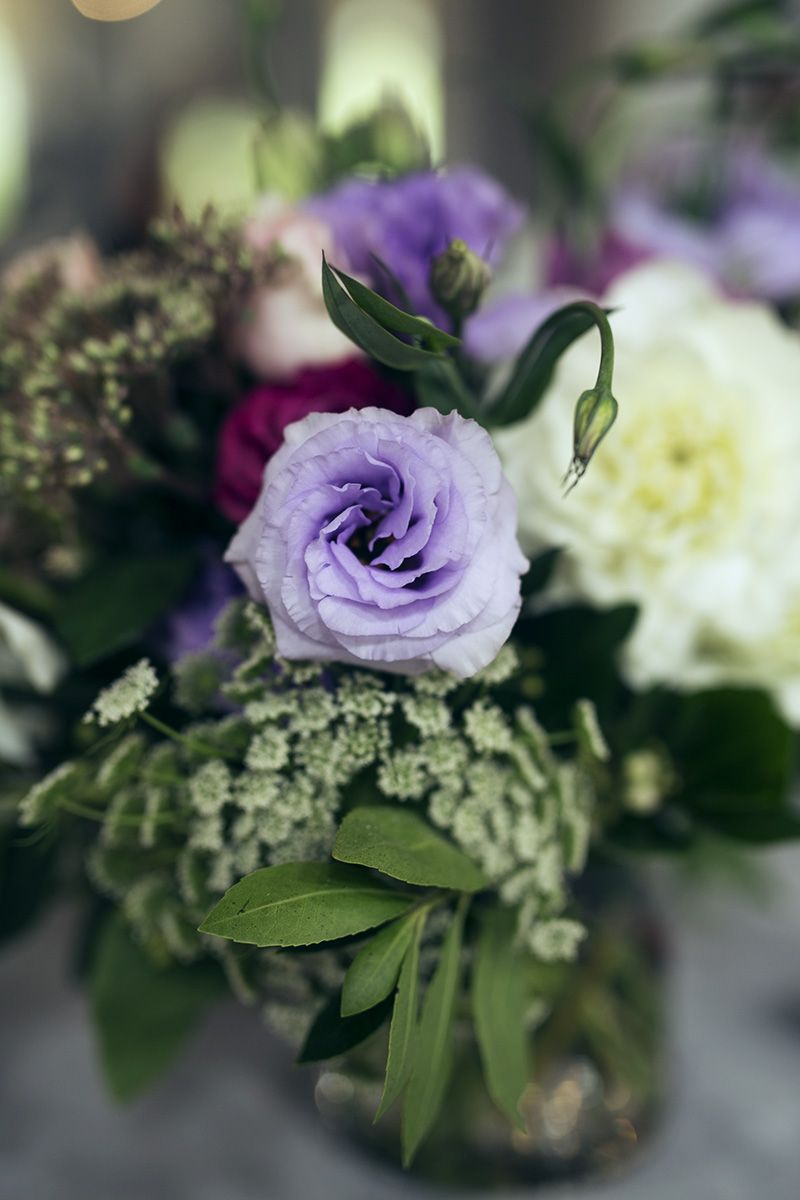 Melbourne Based Florist, Wedding florals, Relaxes posies, Foliage