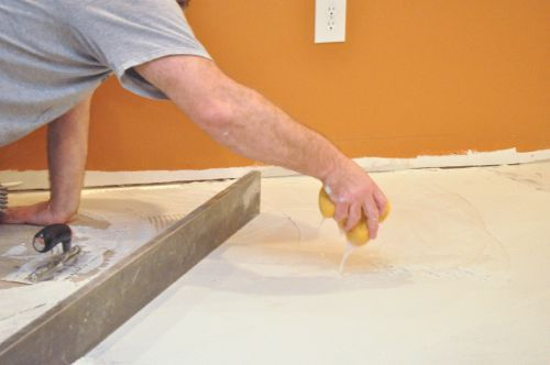 How To Level Concrete Floor Before Laying Tile | Wikizie.co