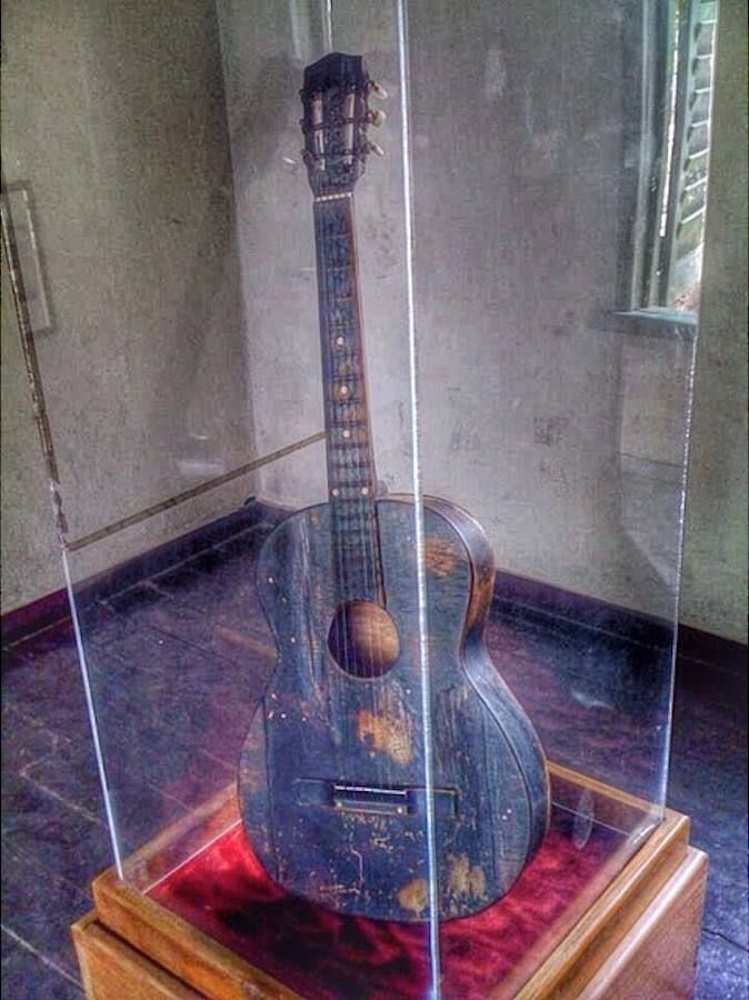 Bob Marley S First Guitar Awesome Bob Marley Bob Marley Pictures Marley