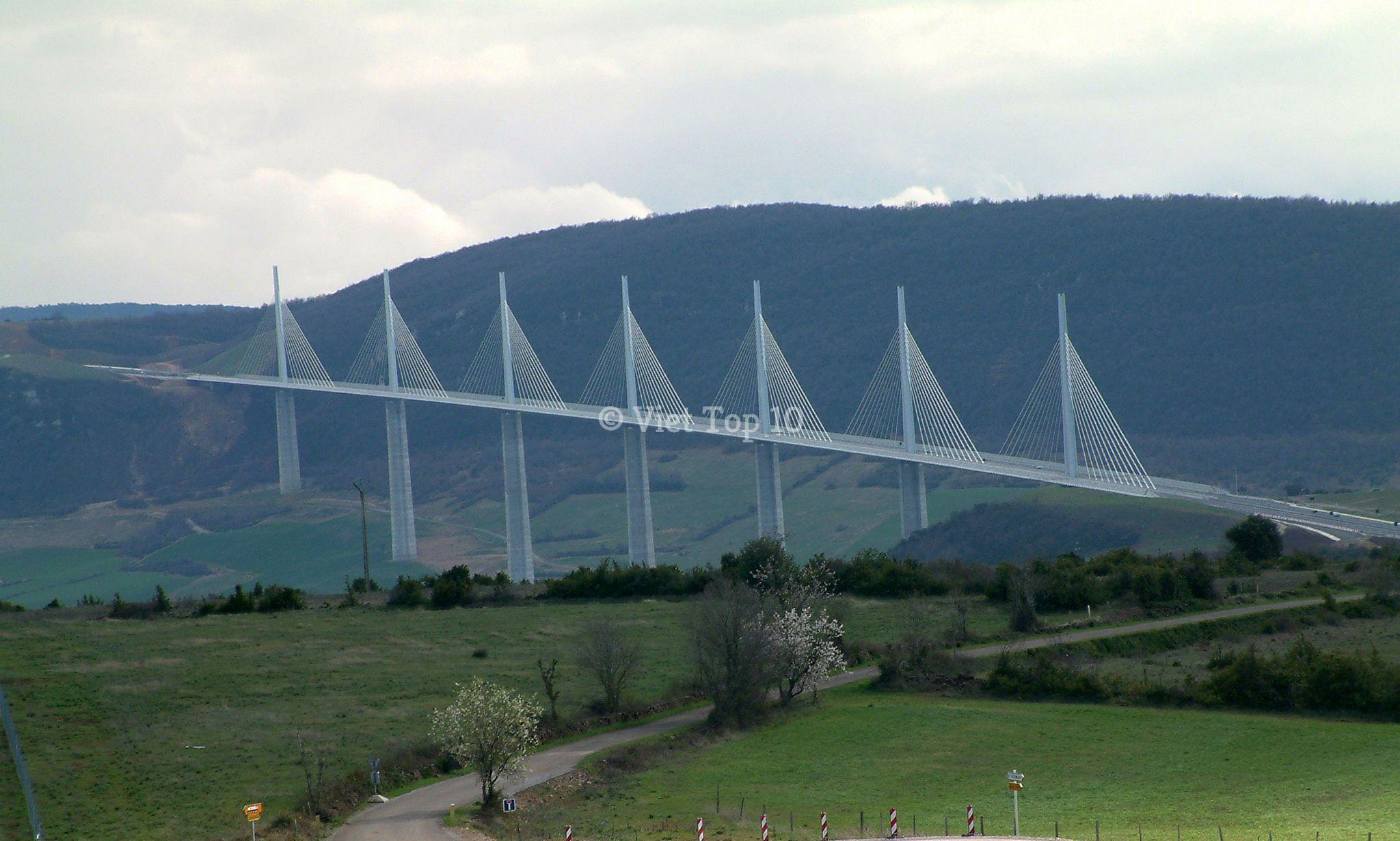 những cây cầu kỳ lạ và độc đáo nhất thế giới - việt top 10 - việt top 10 net - viettop10