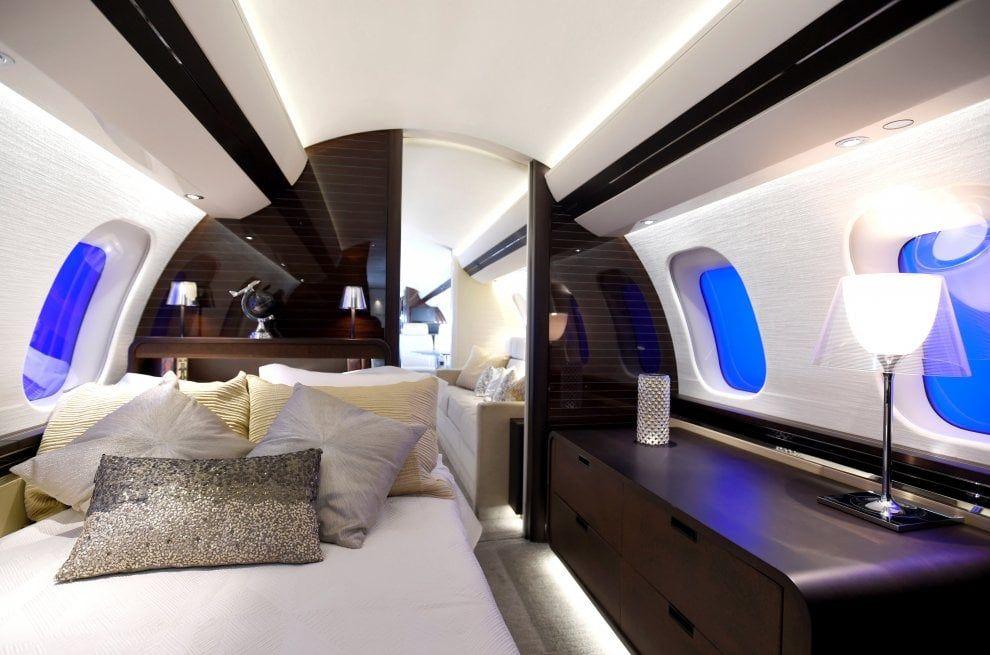 La Camera Da Letto Piu Grande Del Mondo : Zona living e camera da letto ecco il jet privato più grande al