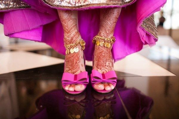 6 Tips for Brides to Buy the Perfect Wedding Footwear Lovely Indian bride wedding photography desi www.weddingstoryz.com Wedding Storyz| Indian Bride | Indian Wedding | South Asian | Bridal wear | Lehenga | Bridal Jewellery | Makeup | Hairstyling | Indian | South Asian | Bridal Shoes Bridal footwear