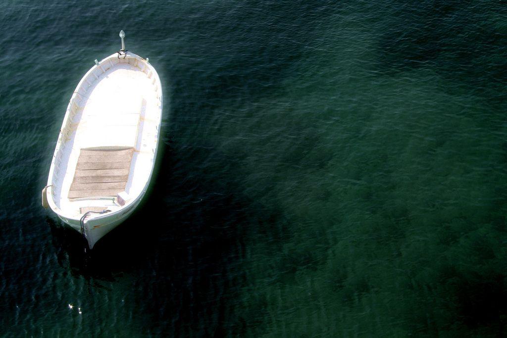 Un Pays, qui est le mien, mais l'idée pèse de le quitter...  Des bateaux lumineux ont surgi...  #Marseille