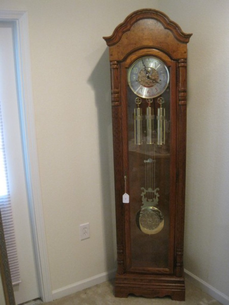 This Amazing Howard Miller Millennium Edition Oak Case Grandfather Clock Is Available To Bid Up On Http Whamauctio Grandfather Clock Antique Wall Clock Clock