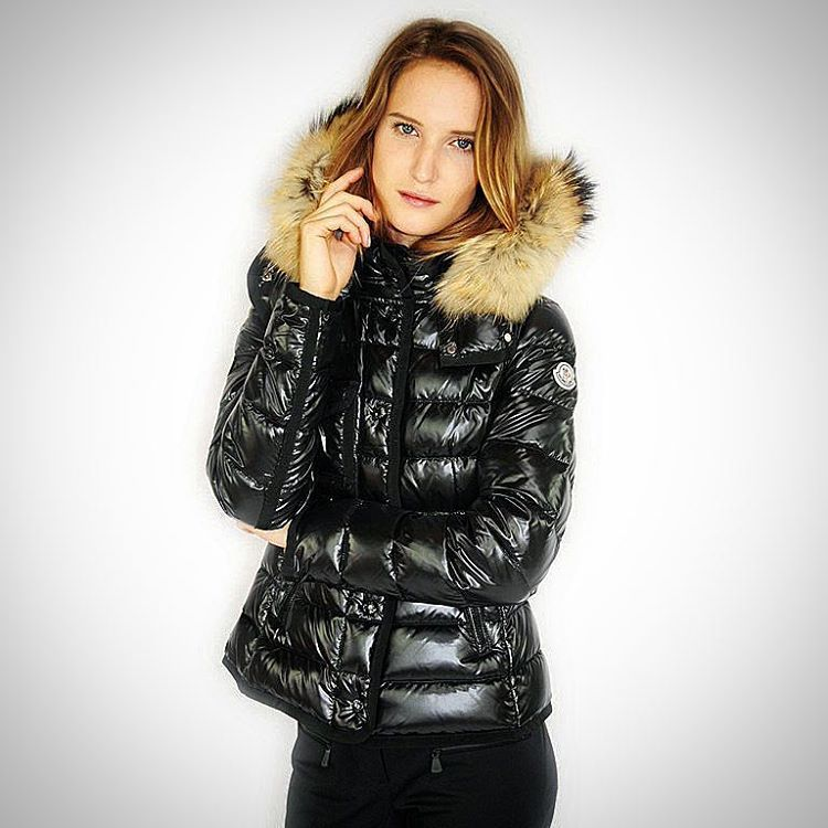 Love the look of this girl's Moncler puffy jacket. #puffyjacket #moncler # black #shiny #puffer #puffy #nylon #down #jacket #doudoune #furhood #love ...