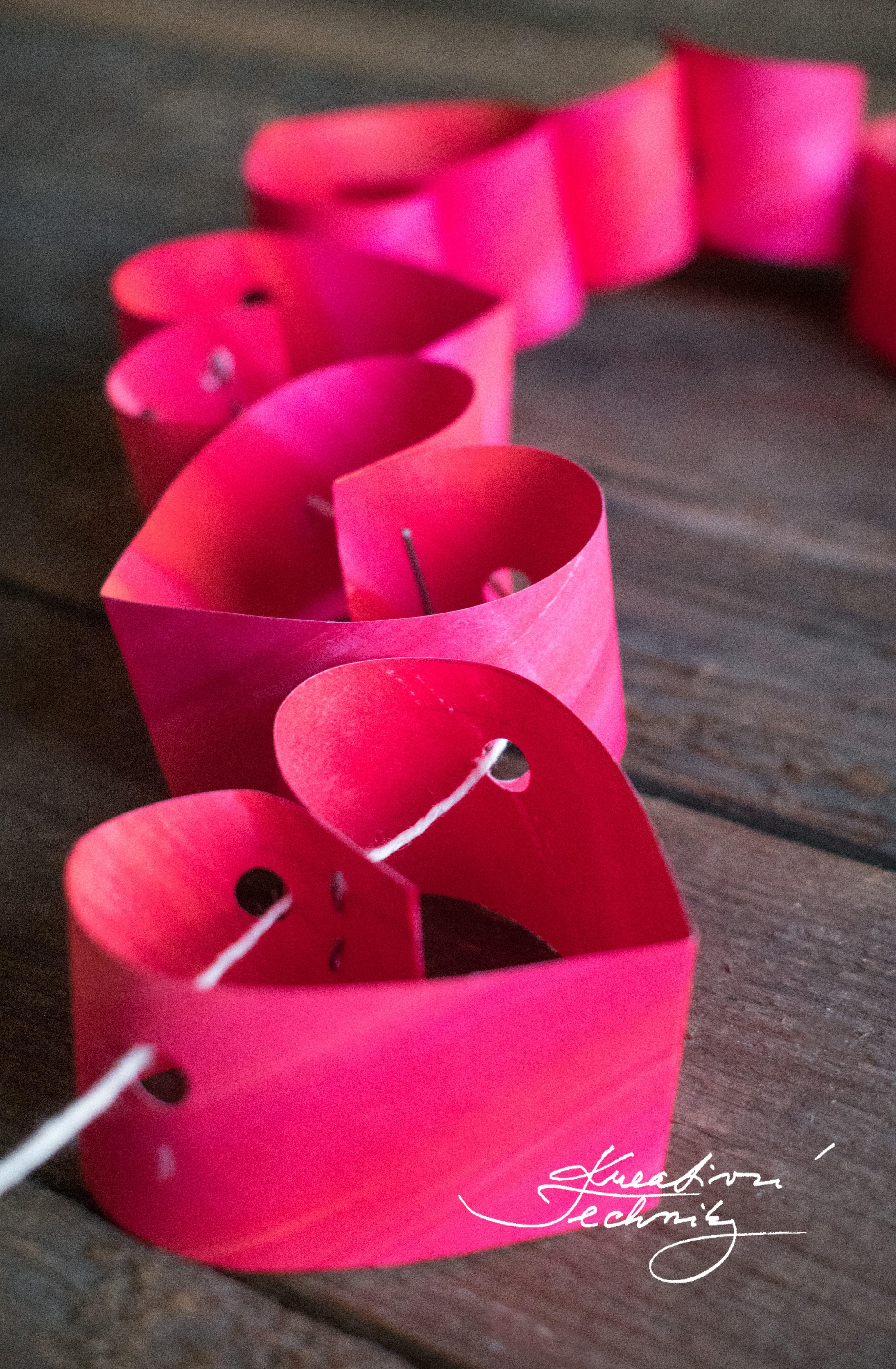 Valentýnská dekorace: girlanda ze samých srdíček │Valentines day decorations