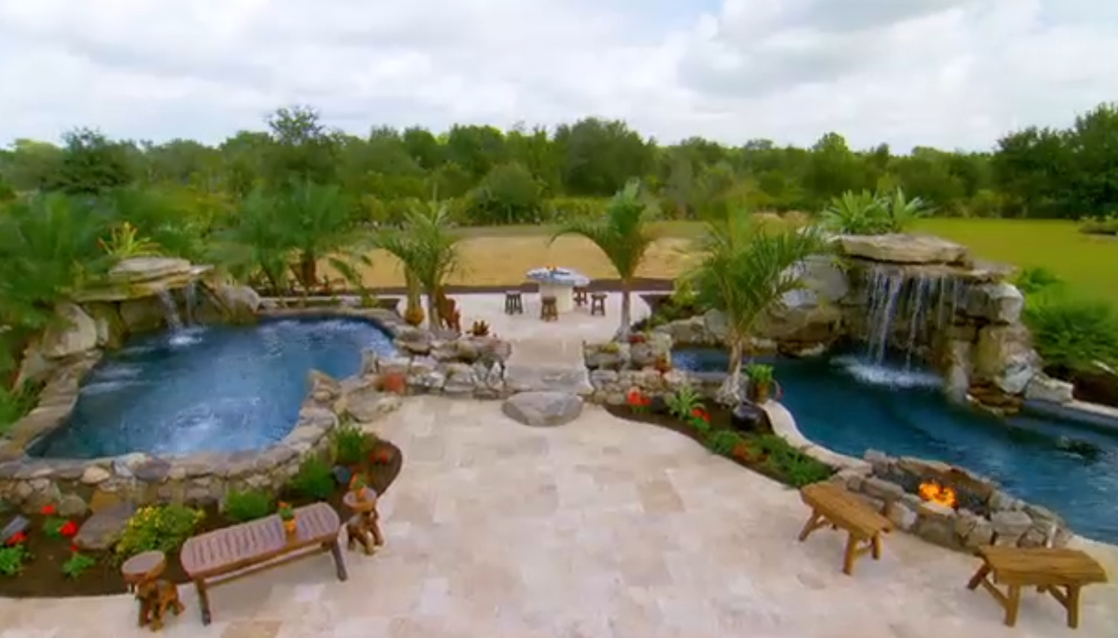 Animal planet 39 s insane pools behind the scenes the for Pool show animal planet