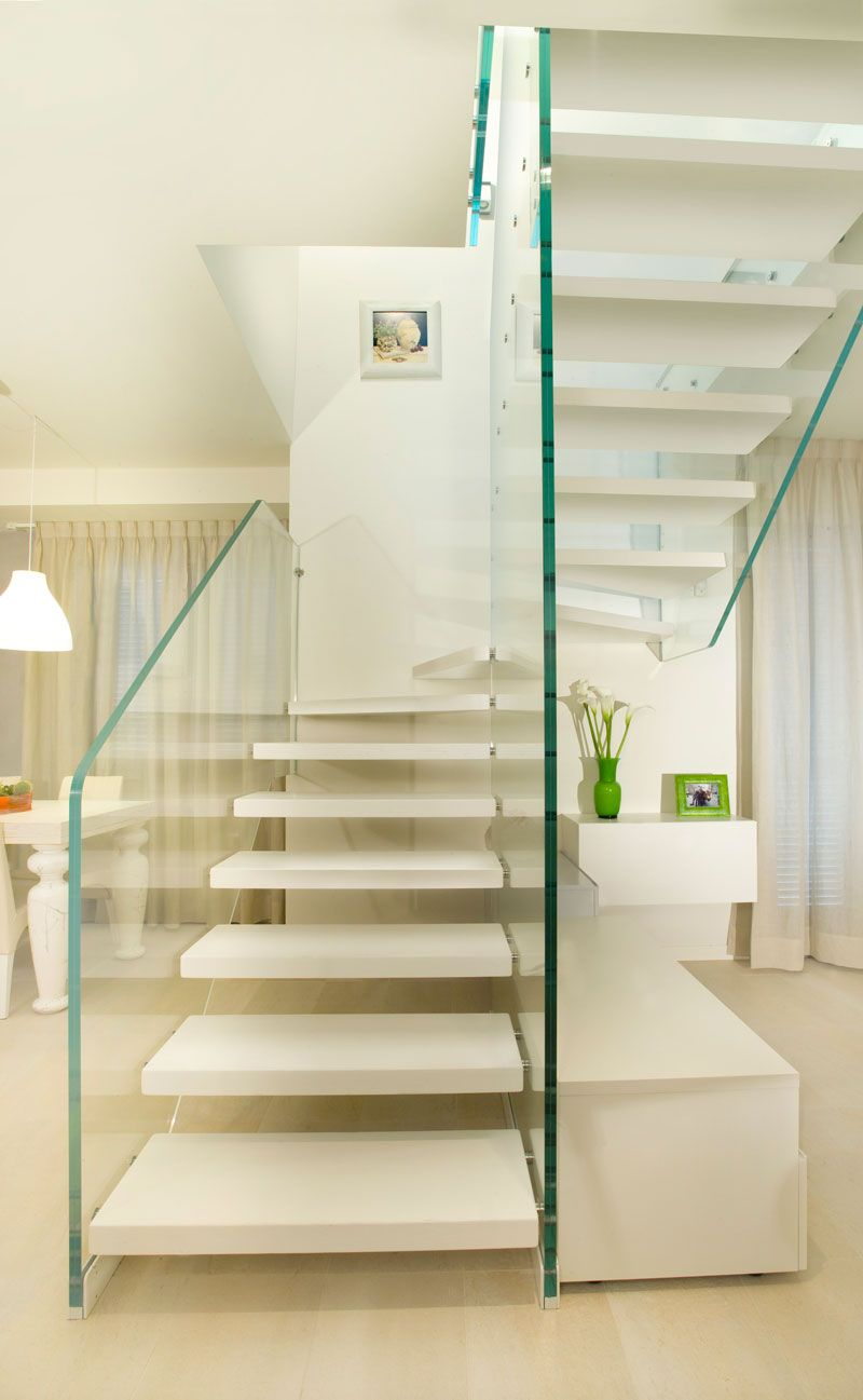 Scale in vetro strutturale e gradini in legno idee per - Bagno 53 riccione ...