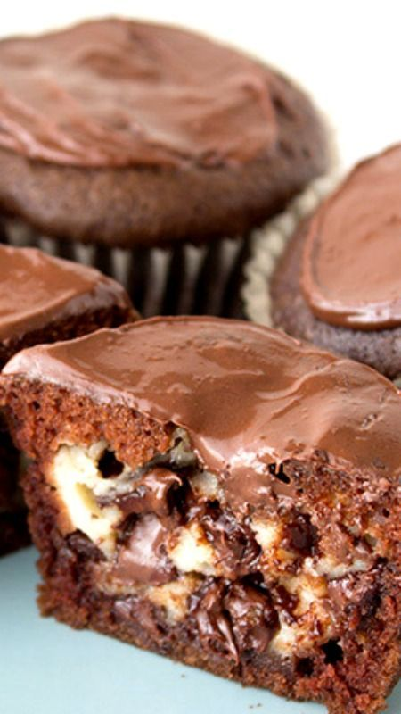 Chocolate Stuffed Cheesecake Cupcakes - HEALTHY FOR RECIPE #cheesecakecupcakes