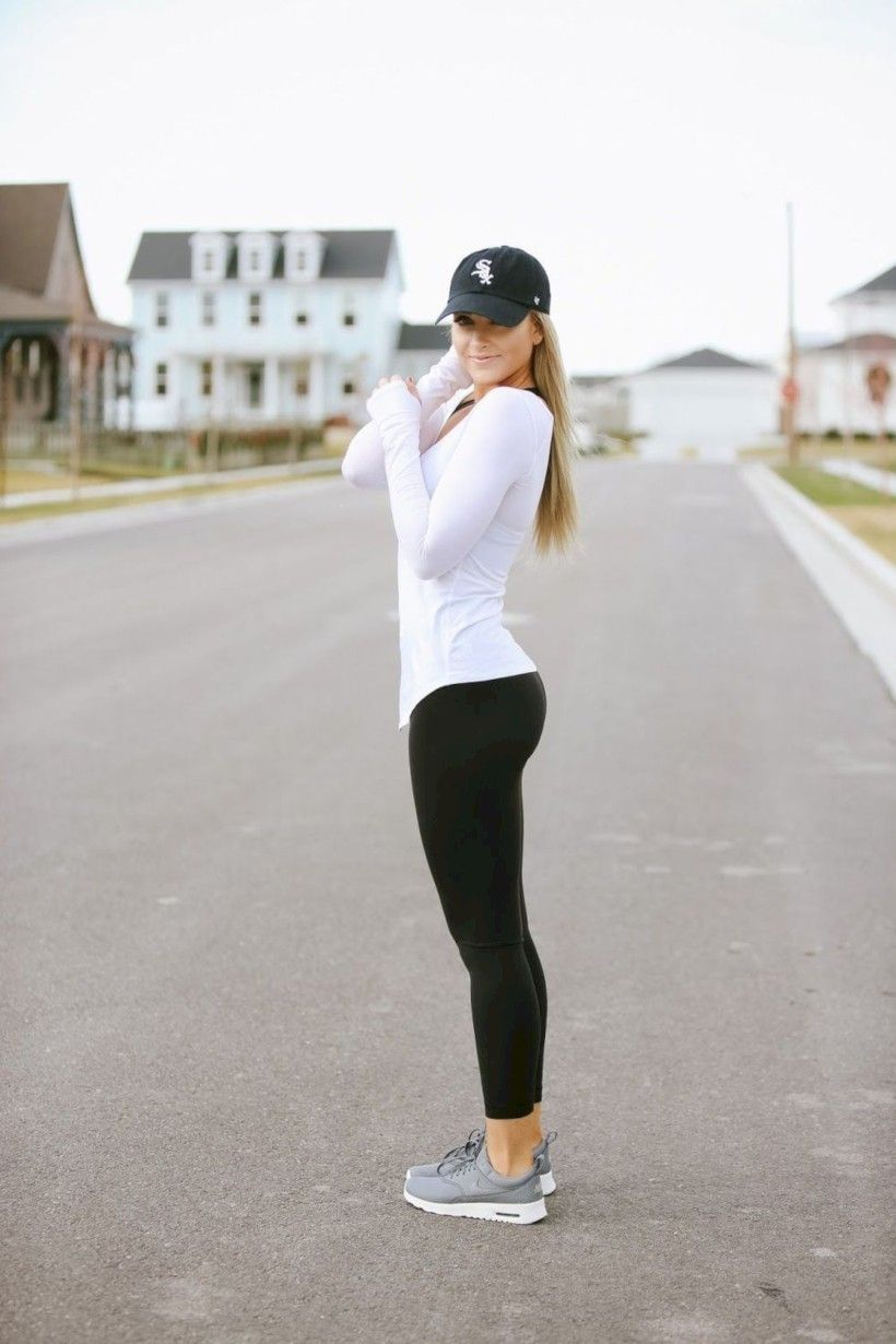 31 Comfy and Casual Winter Outfit with Leggings