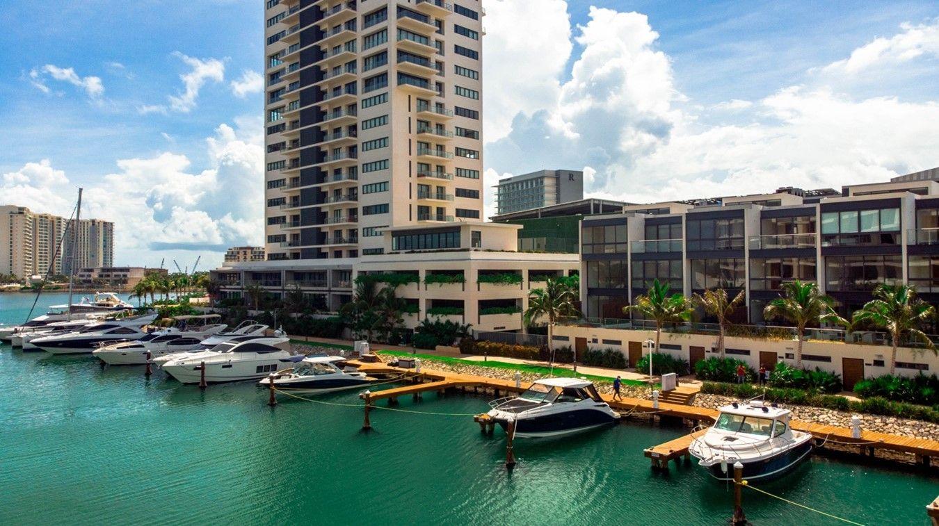 La Marina Muelle 7 se encuentra ubicada en unos de los sitios más prestigiosos de Cancún.