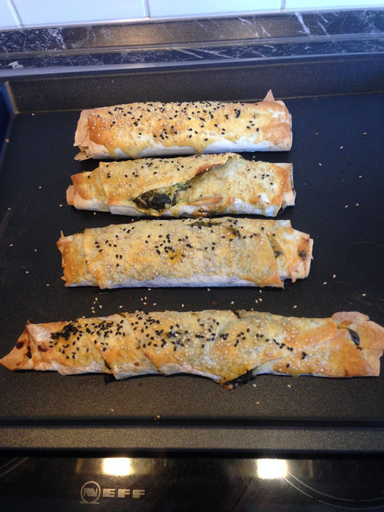 """Foto: Vegane Böreks - Rezept aus dem Buch """"Das vegane Familienkochbuch"""" von Jasmin Hekmati. Mehr dazu könnt ihr auf meinem Blog nachlesen :)"""