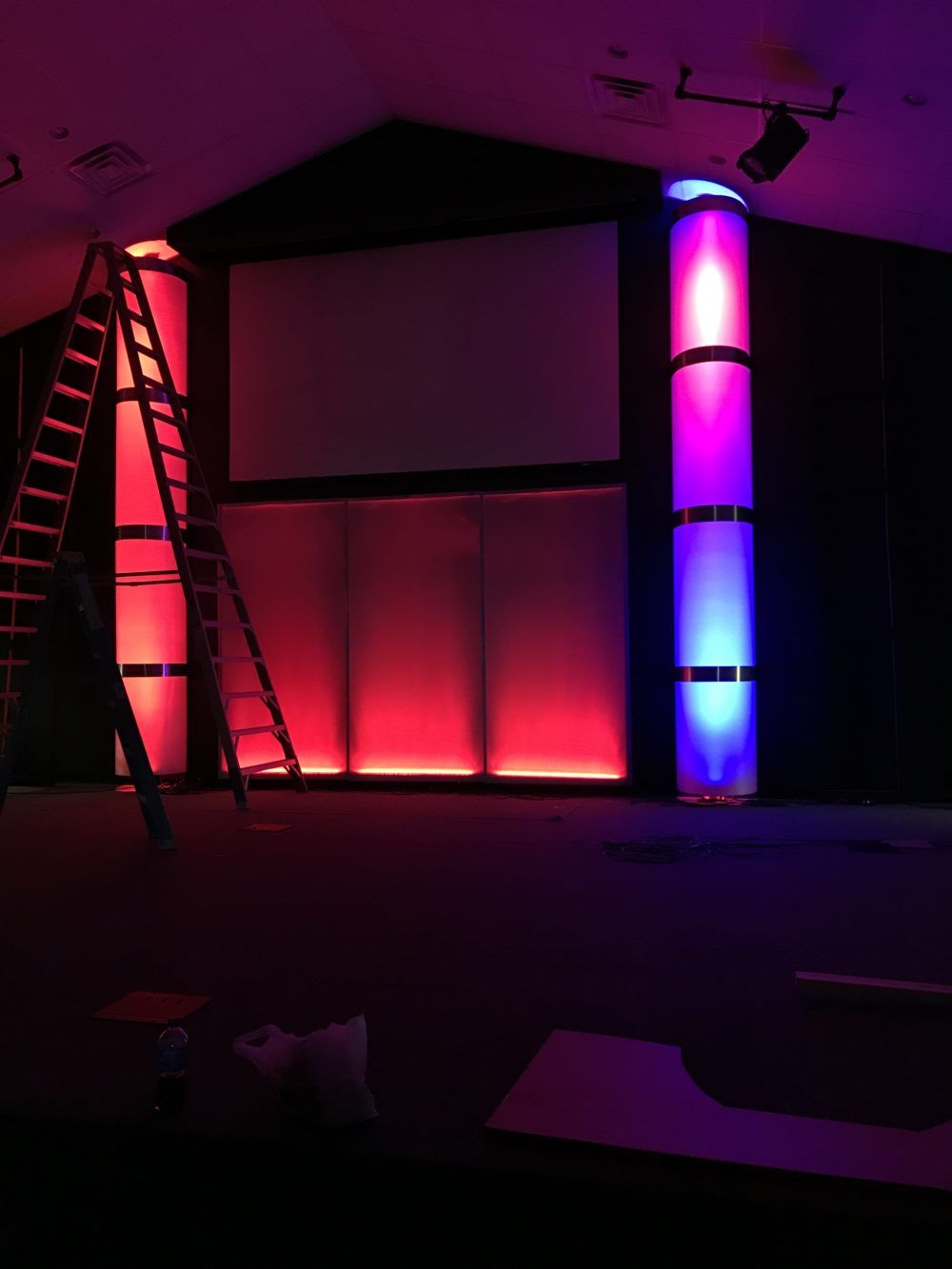 We Got Columns Church stage design, Stage lighting