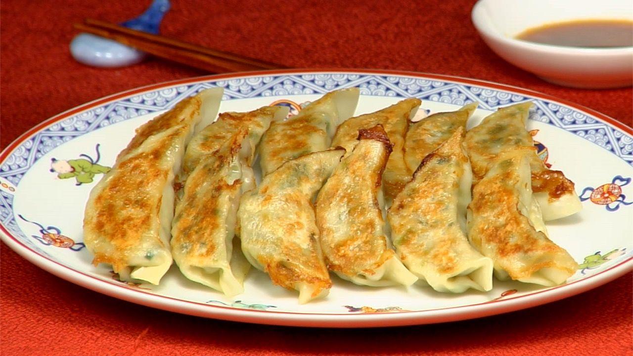 Ricetta Gyoza Ai Gamberi.Yaki Gyoza Recipe Fried Dumplings Cooking With Dog Recipe Cooking Recipes Recipes Dumpling Recipe