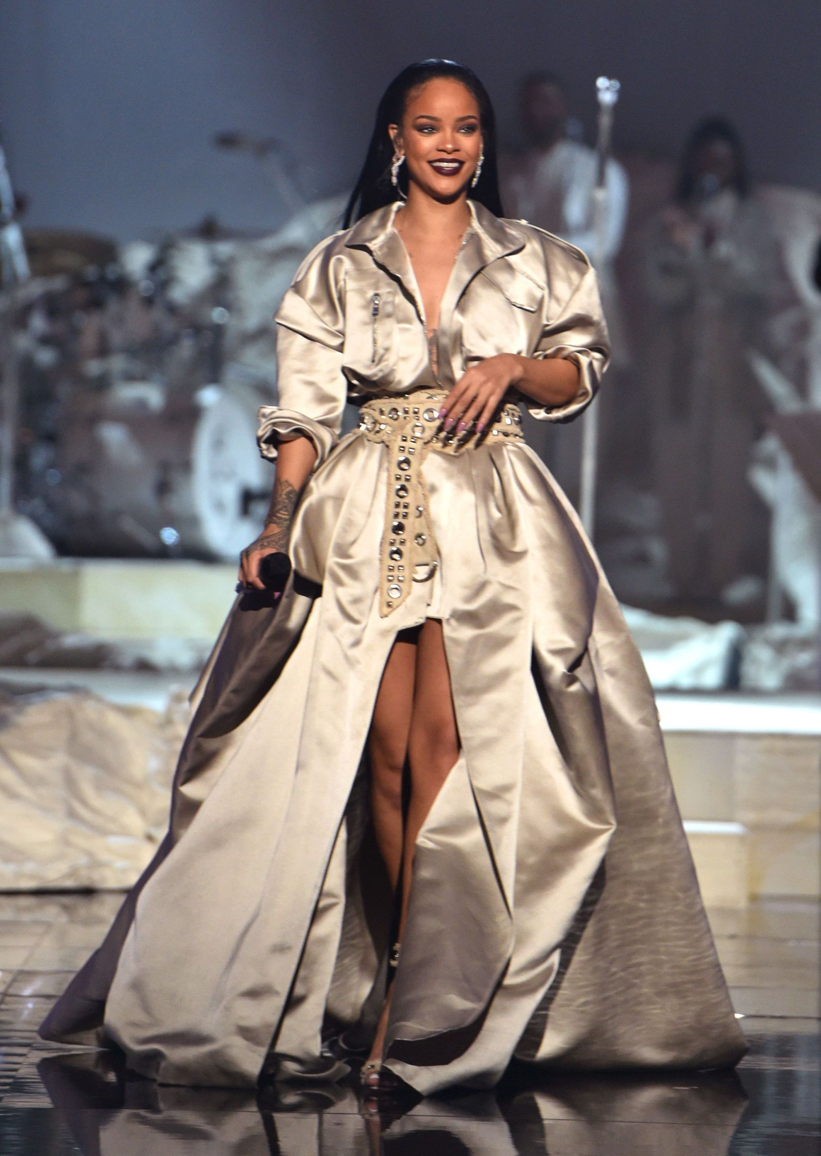 63702980d3 Watch Rihanna s Epic VMA Performances and Acceptance Speech ...