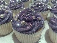 quite possibly the only way to improve cupcakes: make them sparkly.