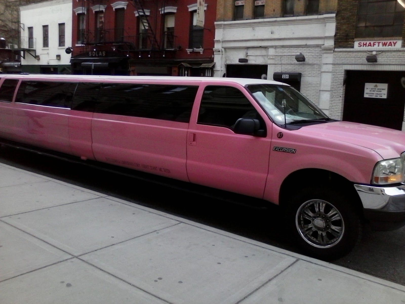 The Biggest Limo in the World Pink I just found out this ...