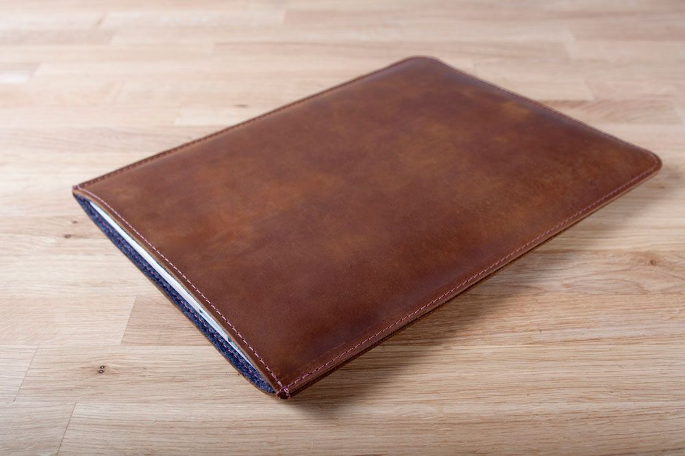 This case has been designed specifically for MacBook Air out of top-grain cowhide leather.