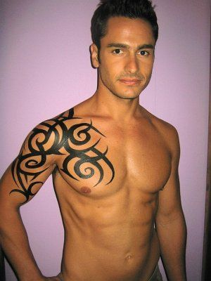 Man With Tribal Tattoo On Right Shoulder Tribal Tattoos Mens Shoulder Tattoo Tribal Chest Tattoos