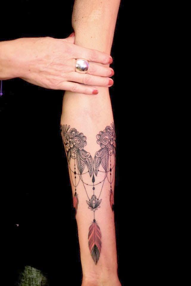 Tatouage Style Indien Tattoos Tattoos Forearm Tattoos Feather