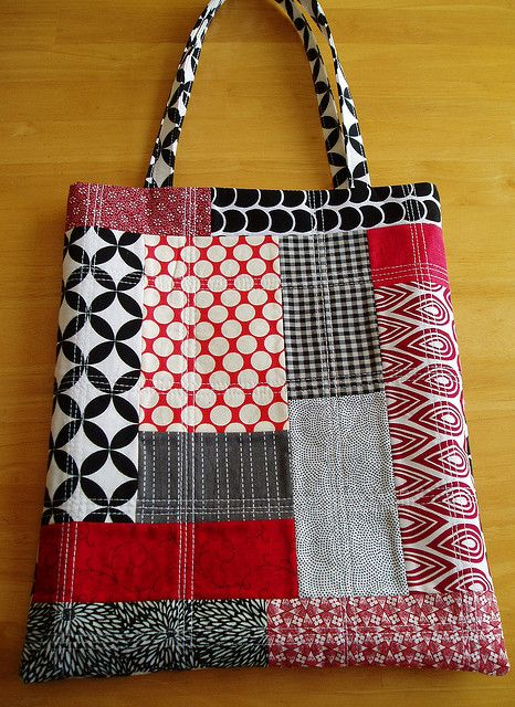 black, white and red patchwork bag - Patchwork bags, Homemade bags, Fabric bags, Quilted bag, Purses and bags, Purse patterns - I really liked this one too!