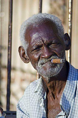 5be83e500 An old Cuban man smoking a cigar in Trinidad, Cuba | Art in 2019 ...