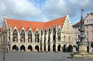 Braunschweig Altstadtrathaus mit Brunnen