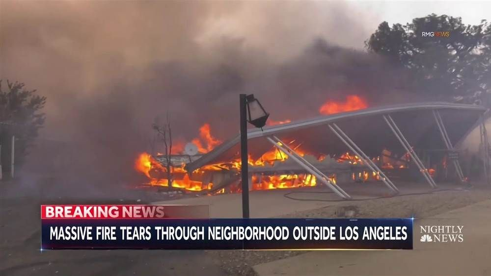 Los angeles wildfire spreads to 4700 acres forcing