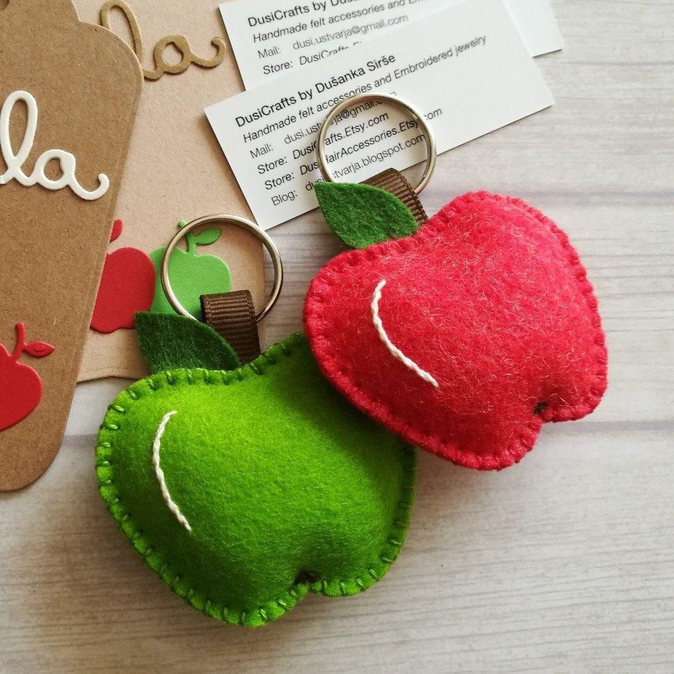 Wool Felt Apple keychain, Apple gift, Best Teacher gift, Teacher's Apple, Red or Green Apple keyring, Apple bag charm, Back to School gift #teachergifts