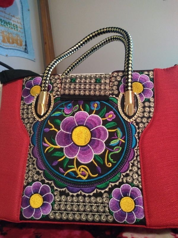 Women's embroidered purse for Sale in Vancouver, WA