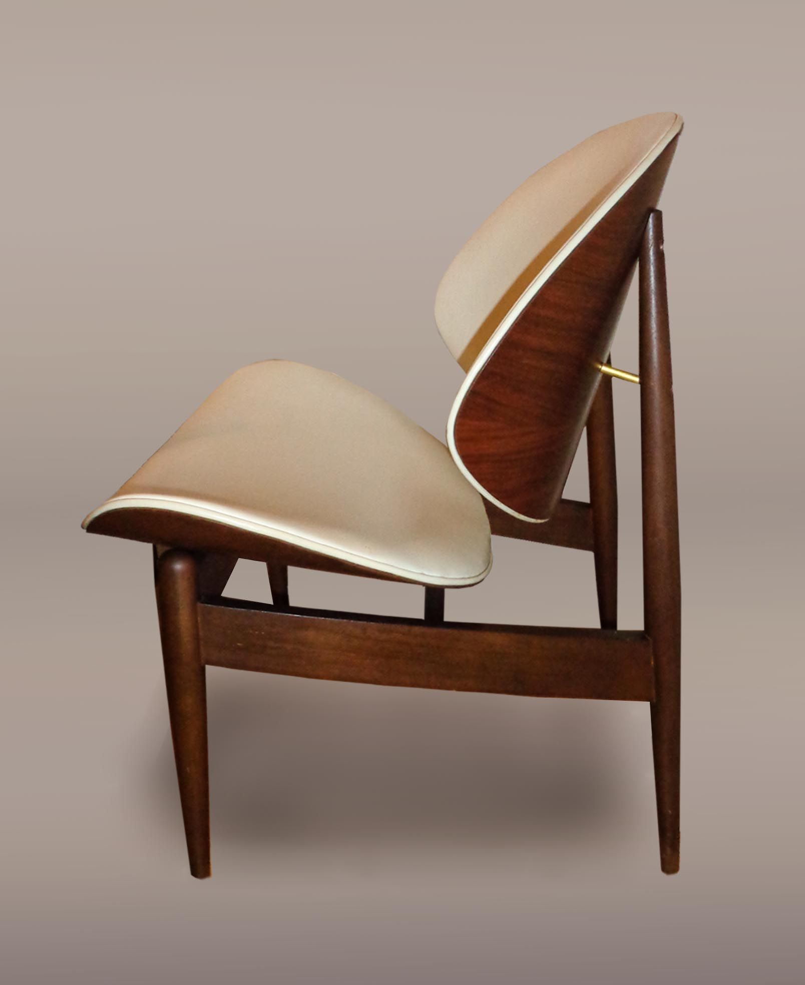 Clam Shell (Vinyl) Chair, Designed By Seymour James Weiner For