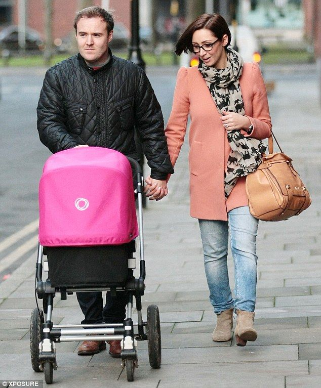 Coronation Street actor Alan Halsall and his wife Lucy-Jo Hudson stroll through Manchester with their daughter Sienna-Rae #BugabooLovers #Bugaboo
