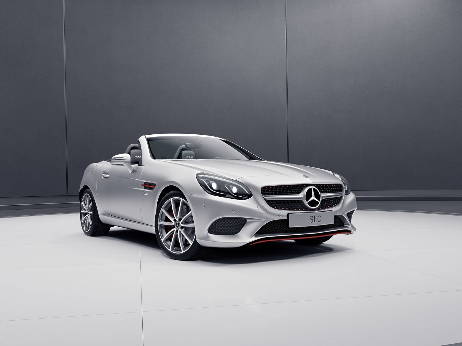 Mercedes Benz Released Two New Special Editions For The Slc And Sl The Slc Redart Is Offered For The Slc 180 Slc 200 Slc 250d Slc 300 And Slc 43 Amg In 8 D