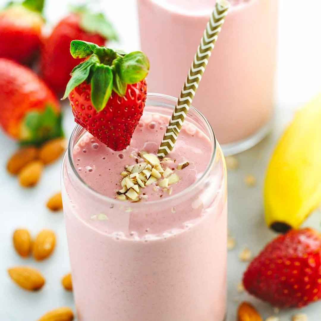 Banana Smoothie with Almond Milk Don't skip breakfast! This healthy and satisfying strawberry banana smoothie recipe will keep you energized with fruit, oats, yogurt, and almonds.Don't skip breakfast! This healthy and satisfying strawberry banana smoothie recipe will keep you energized with fruit, oats, yogurt, and almonds.