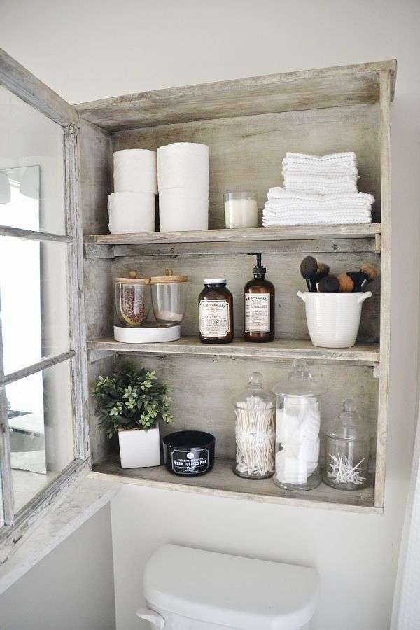 Idee per arredare il bagno in stile country - Vani a giorno in legno ...