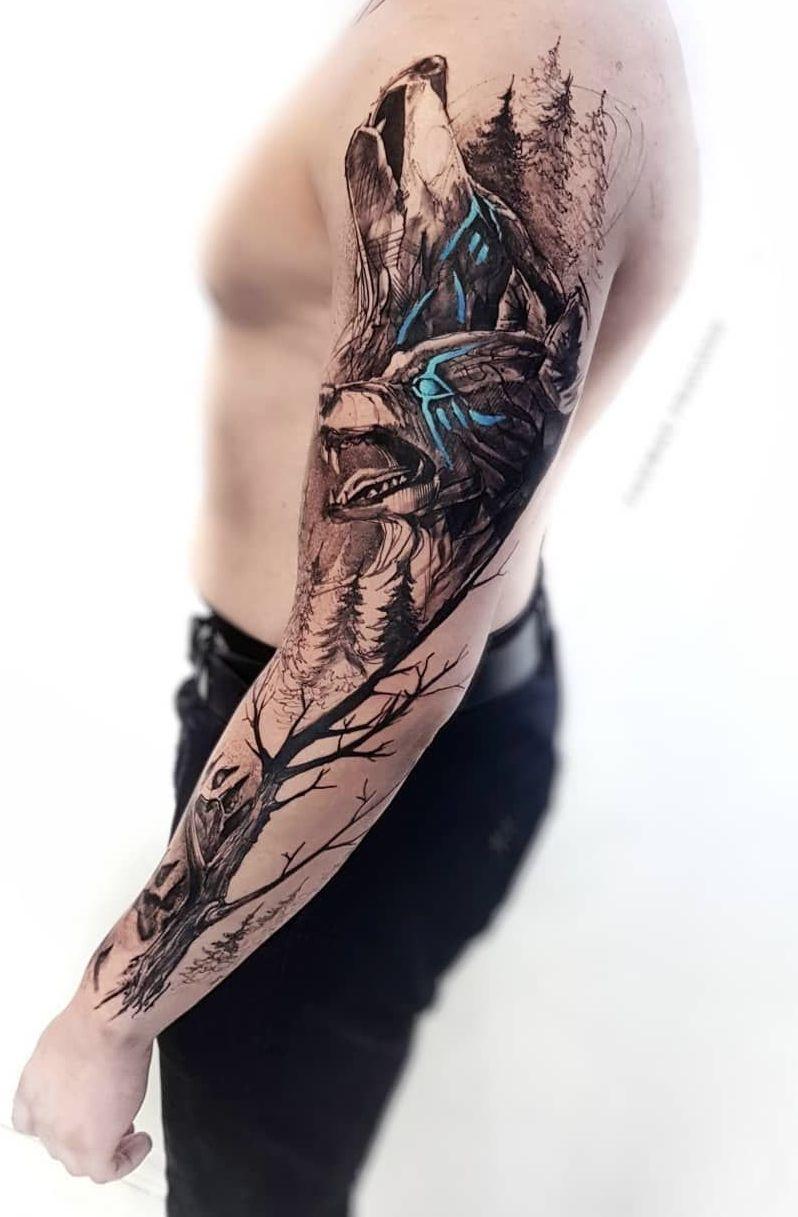 tatuagem colorida braço fechado masculino