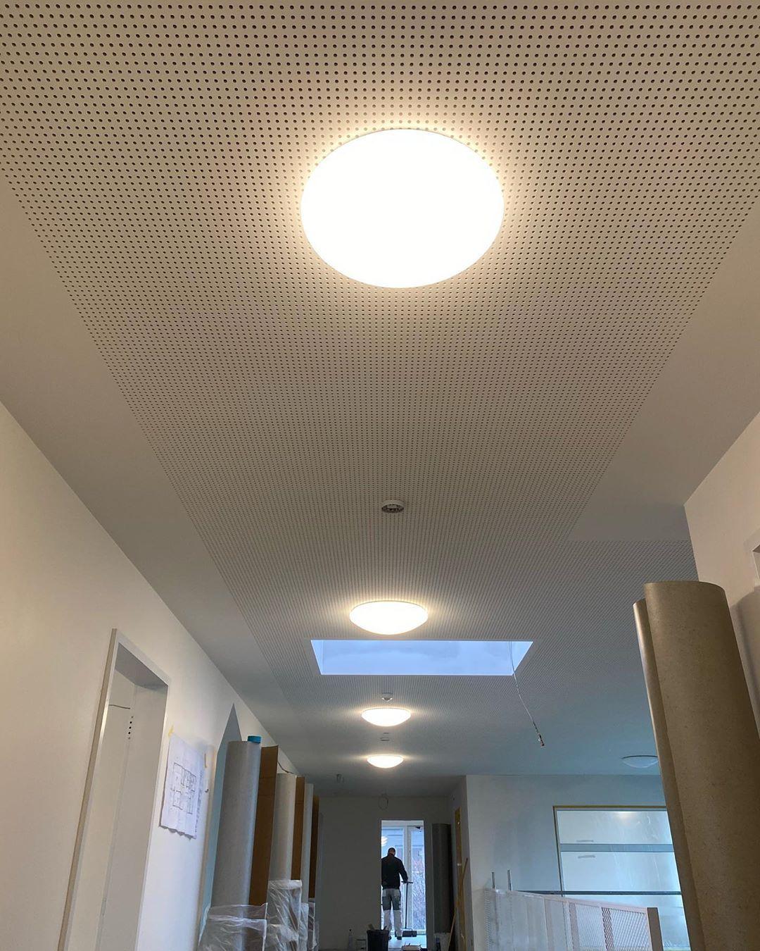 Wir Sind In Den Letzten Zugen In Einem Neuen Kindergarten Die Feininstallation Wir Sind In Den Letzten Zugen In Einem Neuen In 2020 Wall Lights Ceiling Lights Light