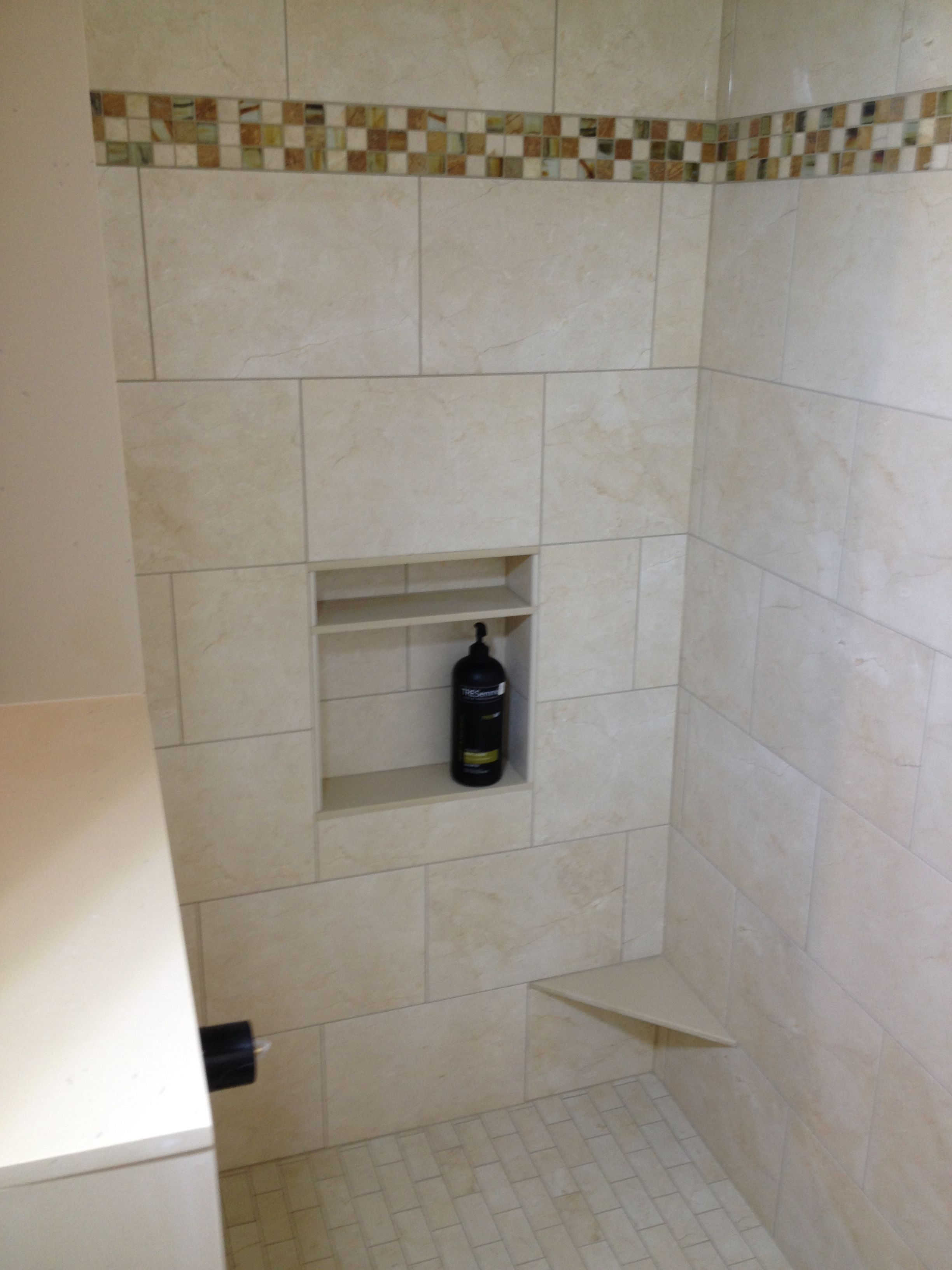 Shower With Accent Border Niche And Foot Rest For Shaving