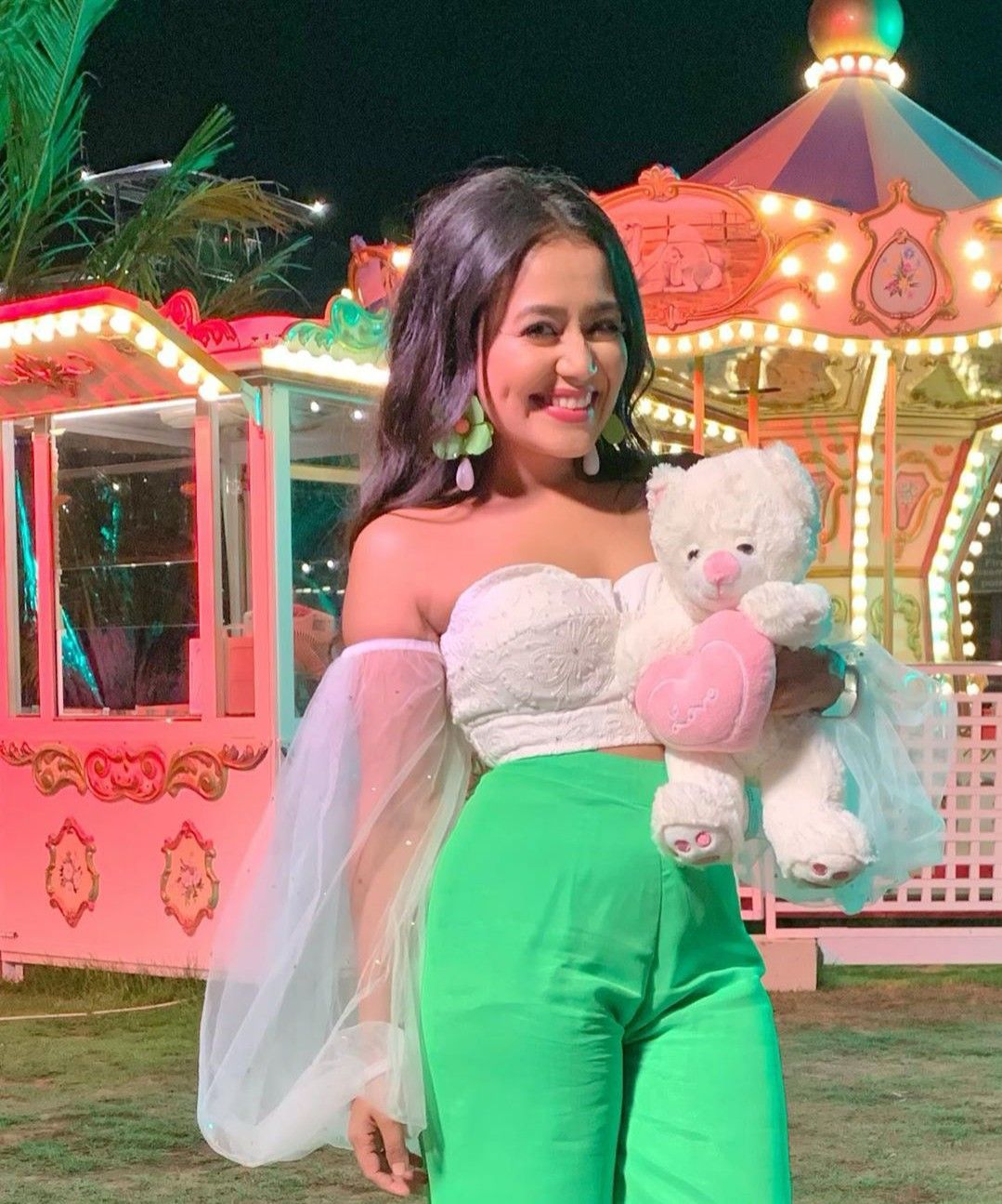 shavia💕 Neha kakkar, Cute girl wallpaper, Bollywood fashion