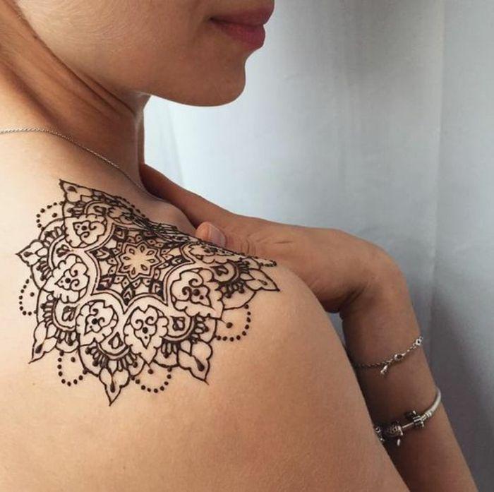 Tatuajes Mehndi Hombro : Tatuajes henna para mujer en el hombro linda mandala