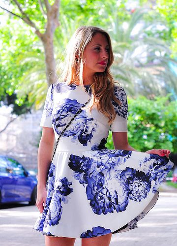 Family love: bloom dress & black pumps