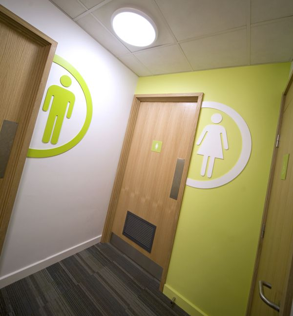 Into university of east anglia way finding signage by for Innendesign schule