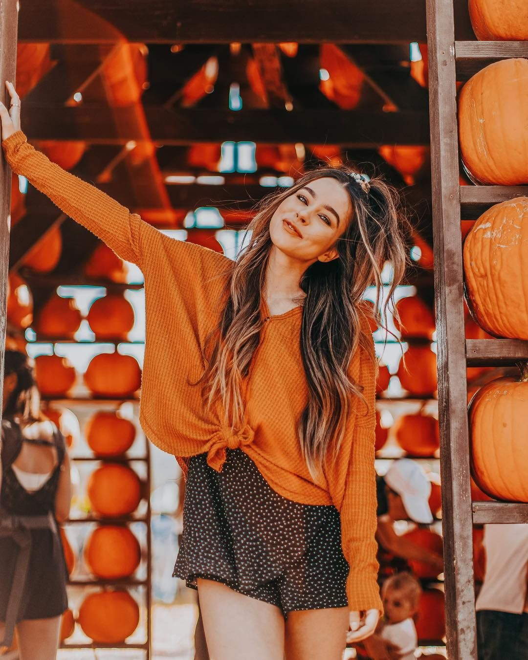 """Sierra Furtado on Instagram: """"Another pumpkin patch pic shocker! Who's ready for Christmas now????????♀️ Keeping my summer glow tho with @garnierusa new Glow Boost…"""" #pumpkinpatchoutfitwomen"""